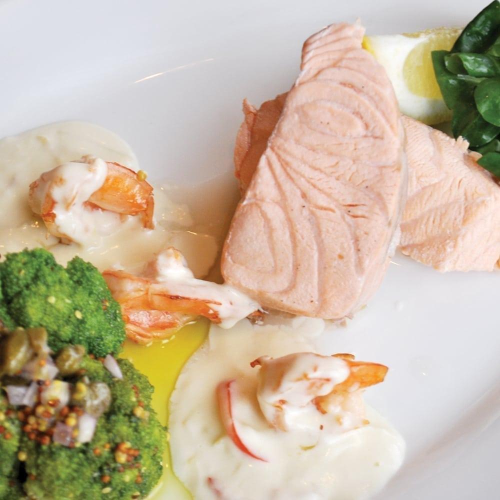 Лосось с креветками и брокколи   Salmon with prawns and broccoli