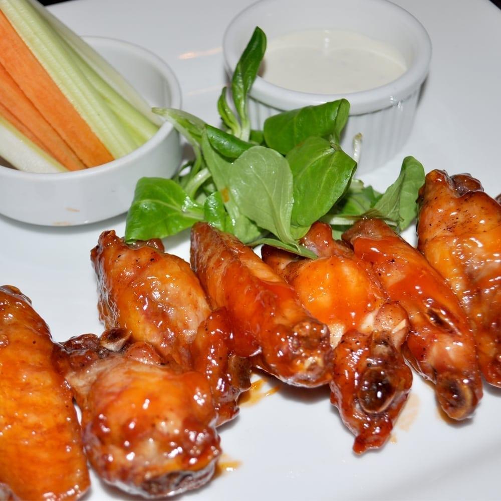 Куриные крылышки BBQ с соусом «Блю чиз» | Chicken wings BBQ with blue cheese sauce