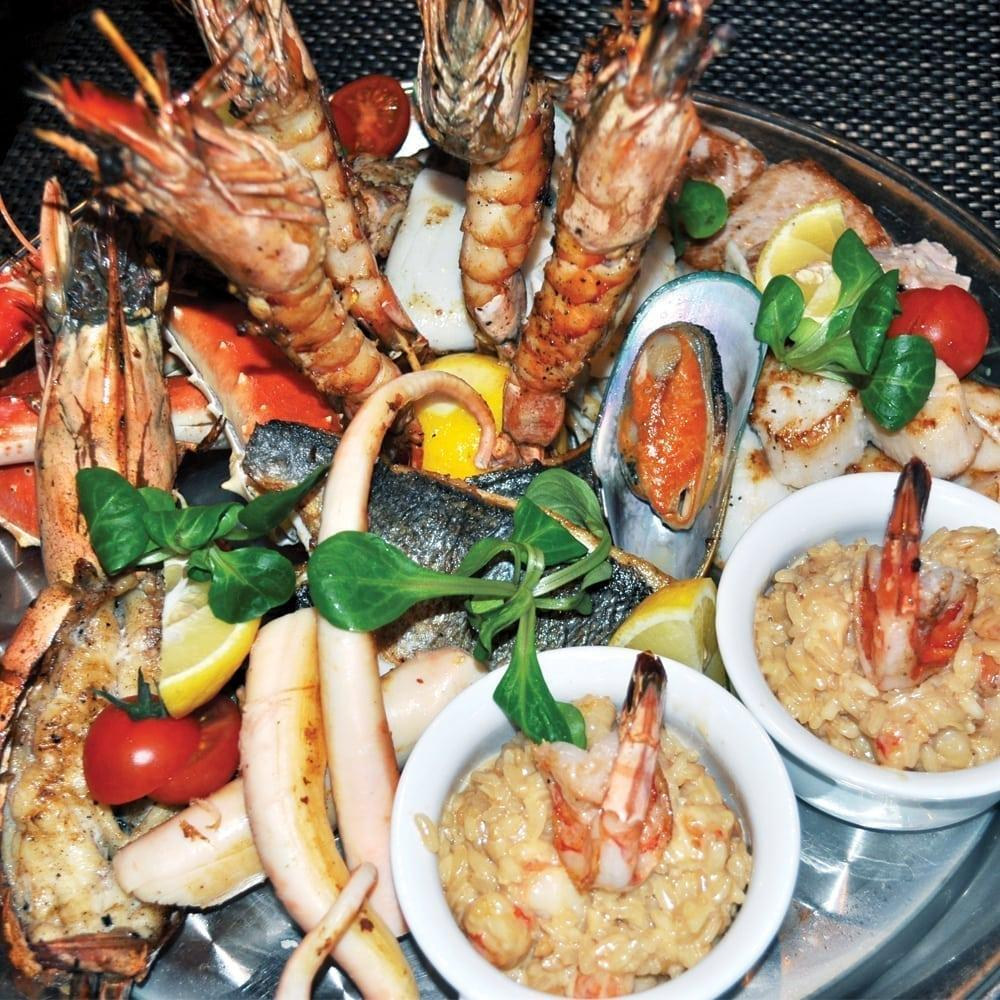Ассорти из рыб и морепродуктов на гриле   Mixed fish and seafood grill