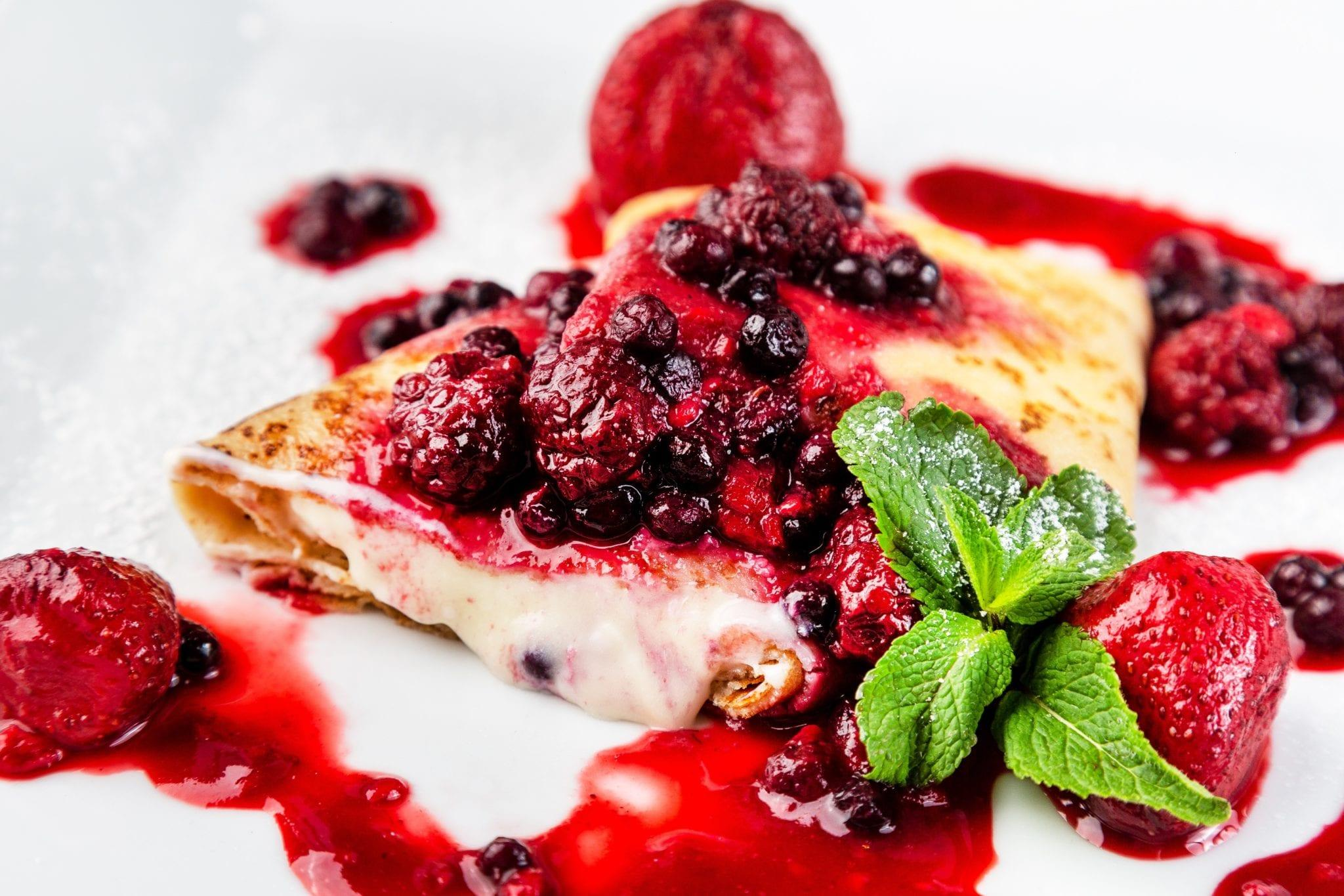 Горячие блинчики с сыром Маскарпоне и клубникой | Hot pancakes with mascarpone cheese and strawberries
