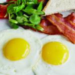 Яичница-глазунья с беконом и томатами | Fried eggs (sunny side up) with bacon and tomatoes