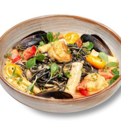 Чёрные спагетти с морепродуктами | Black spaghetti with seafood