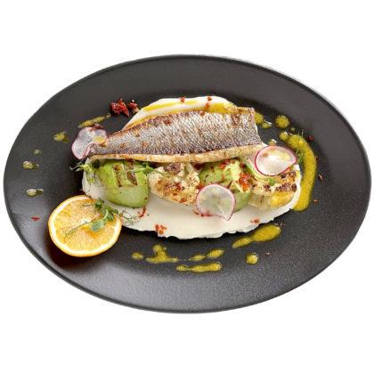 Дикий сибас с крем-пюре из цветной капусты/ Wild sea bass with creamy cauliflower puree